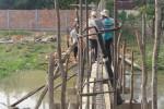 Arbeiter beim Bau der Mauer auf der Rückseite