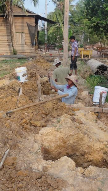 Grabungsarbeiten am Fundament der Mauer