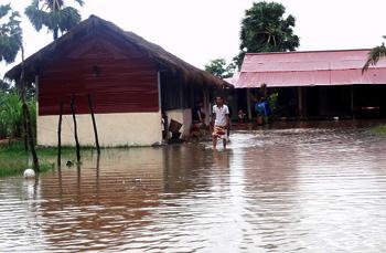Die Mauer wird gebaut | Hochwasser Savong Orphanage Center