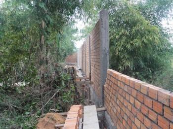 Die Rückseite der Mauer