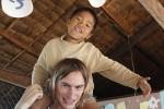 Markus Stiefelbauer mit kambodschanischen Waisenkind