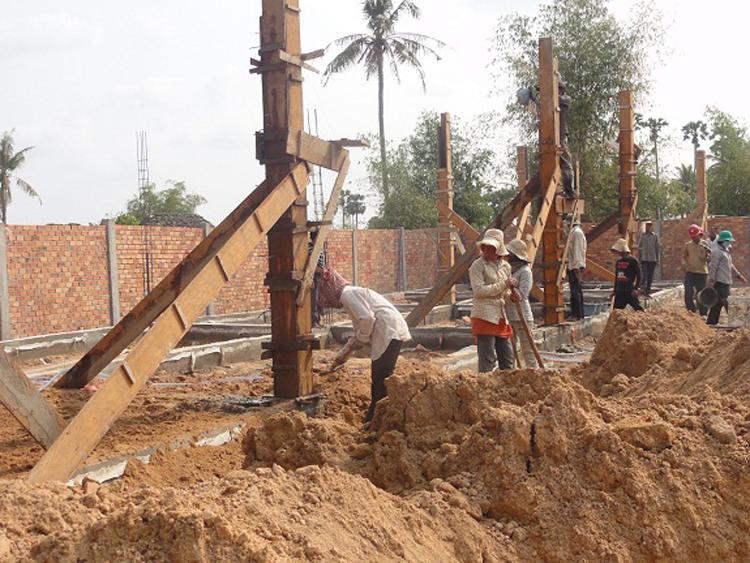 Vorbereitungen für das Betonieren der Säulen
