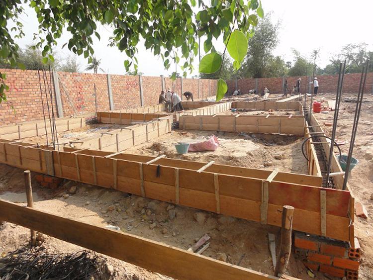 Ausschalungsarbeiten für das Fundament