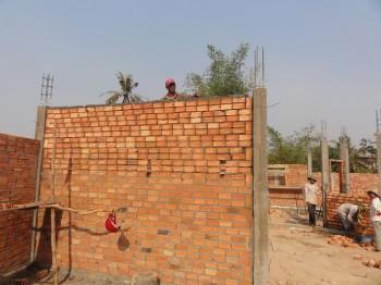 Die erste fertiggestellte Wand