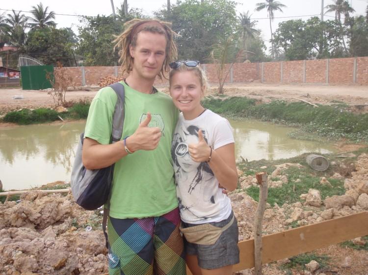 Dominik und Bernadette auf unserem Grundstück