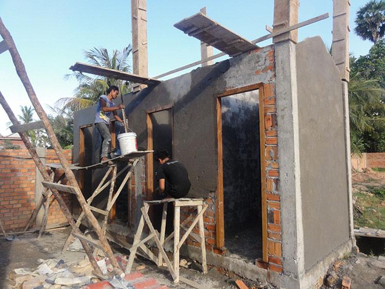 Die sanitären Anlagen werden gemauert