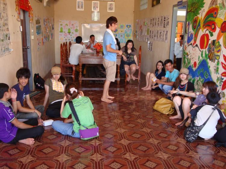 Japanische Voluntäre in der Savong School