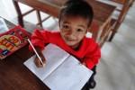Ein Kind beim Unterricht