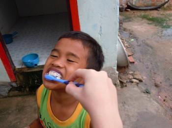 Hilfe beim Zähne putzen