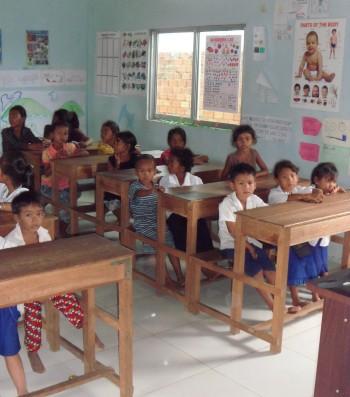 Kinder aus der Umgebung in unserem Klassenraum