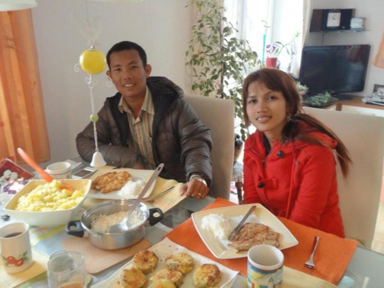 Lecker Schnitzel für Savong und Anit