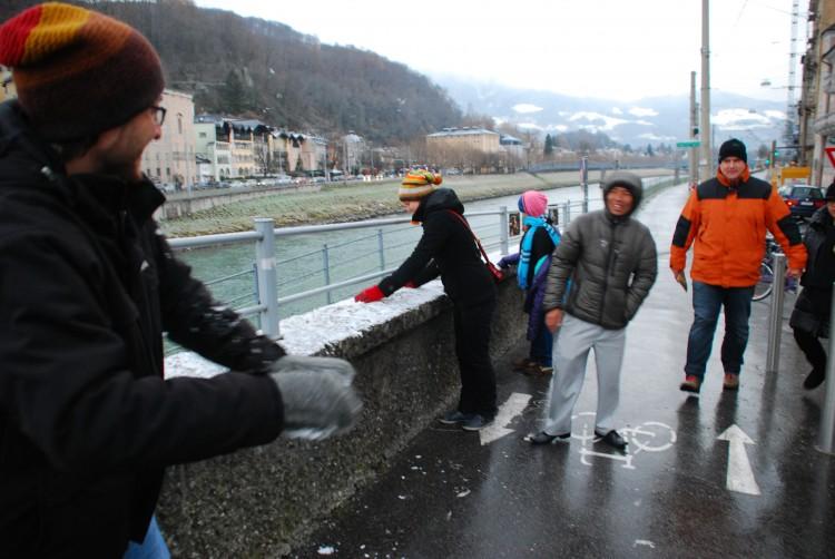 Schneeballschlacht in Salzburg