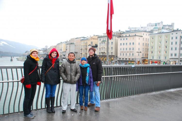 Gruppenfoto auf der Staatsbrücke