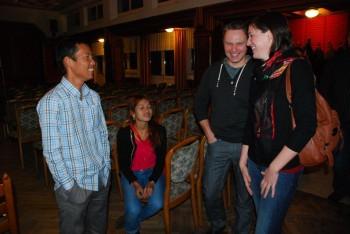 Savong im Gespräch mit Birgit