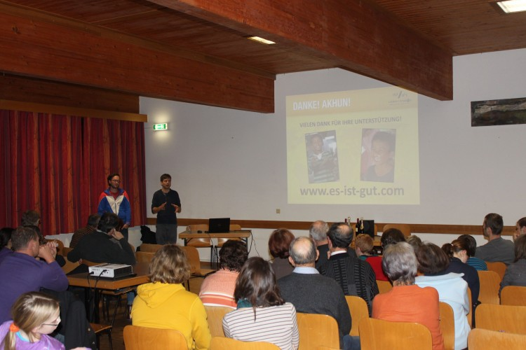 Dominik und Christoph im Pfarrheim Schönering