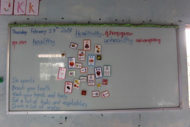 Tafel im Klassenraum mit wichtigen Details zur Gesundheit