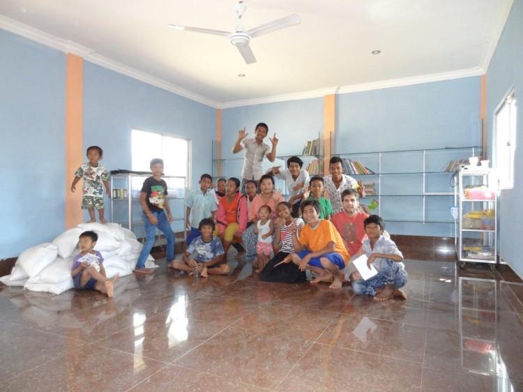 Gruppenfoto in der Bibliothek