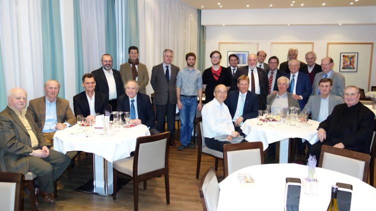 Dominik und Christoph mit den Mitgliedern des Rotary Club St. Pölten