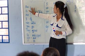 Soya unterrichtet die Kinder